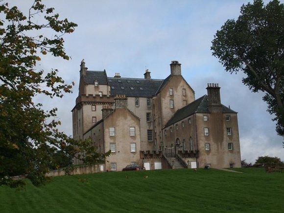 Автор налога на интернет заработал на замок в Шотландии