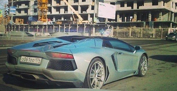 Опубликовано видео, где ВАЗ-2114 таранит самое дорогое авто Челябинска
