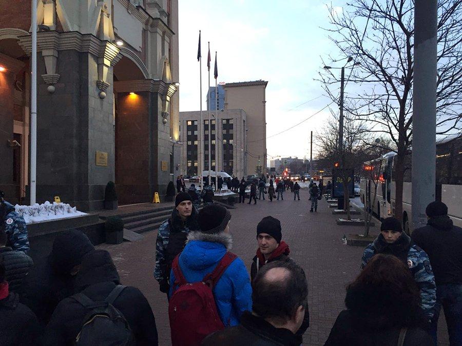 Несколько десятков полицейских обеспечивают безопасность «Фенербахче»