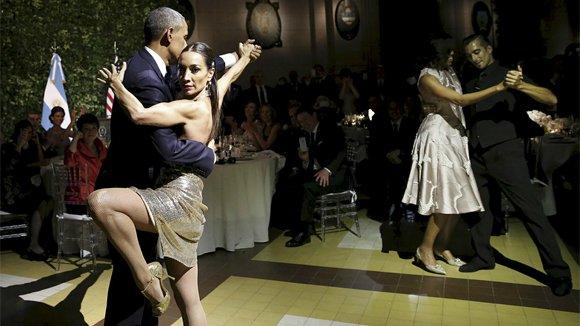 Барак и Мишель Обама станцевали танго с разными партнерами