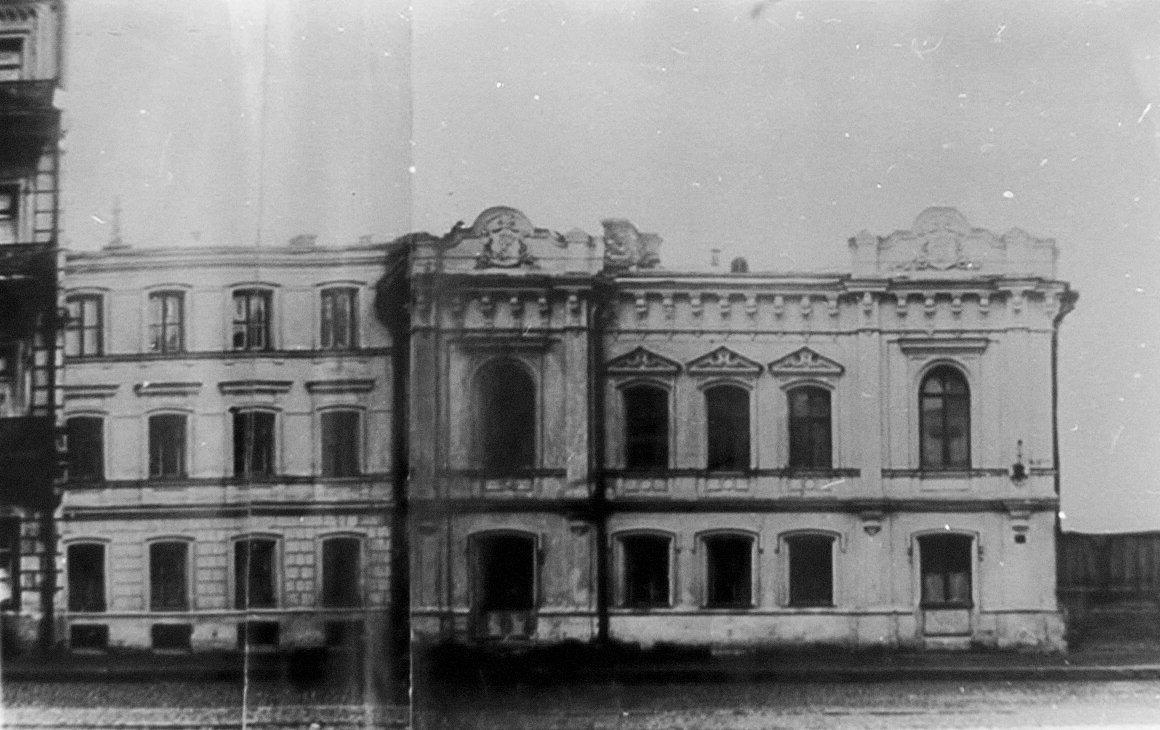 Из квартиры Булгакова выехали слесари, лифтеры и мастера участков