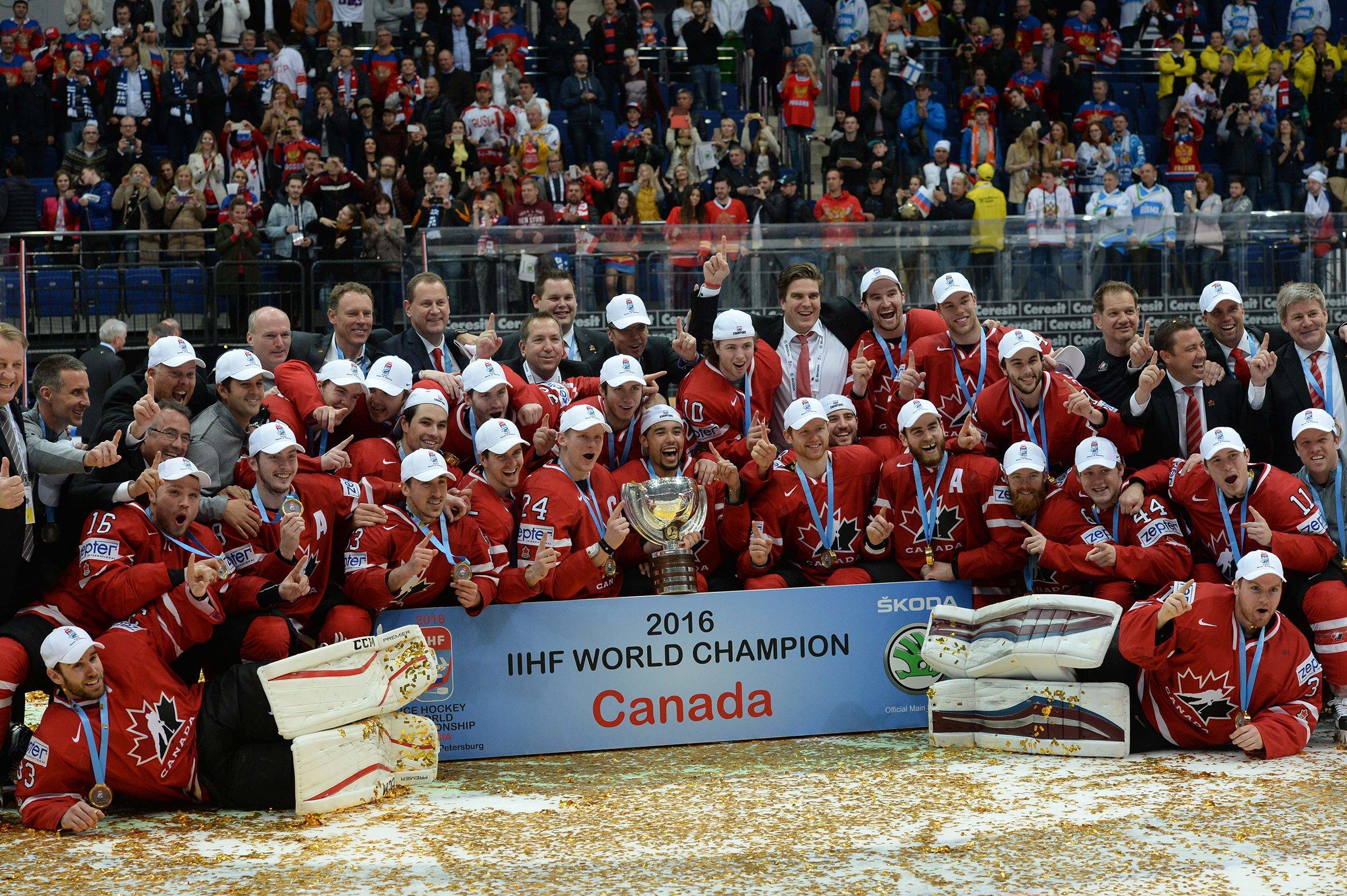 Канадские хоккеисты отпраздновали победу на чемпионате мира