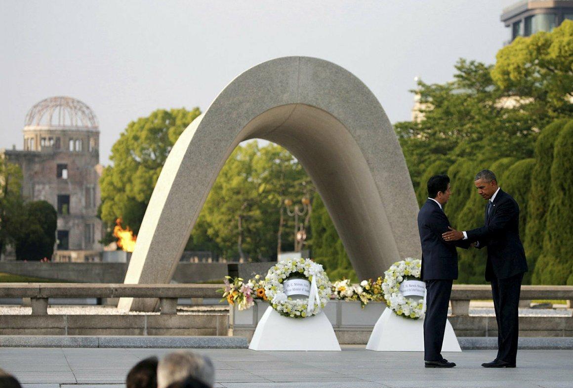 Обама начал визит в Хиросиму с посещения американской авиабазы