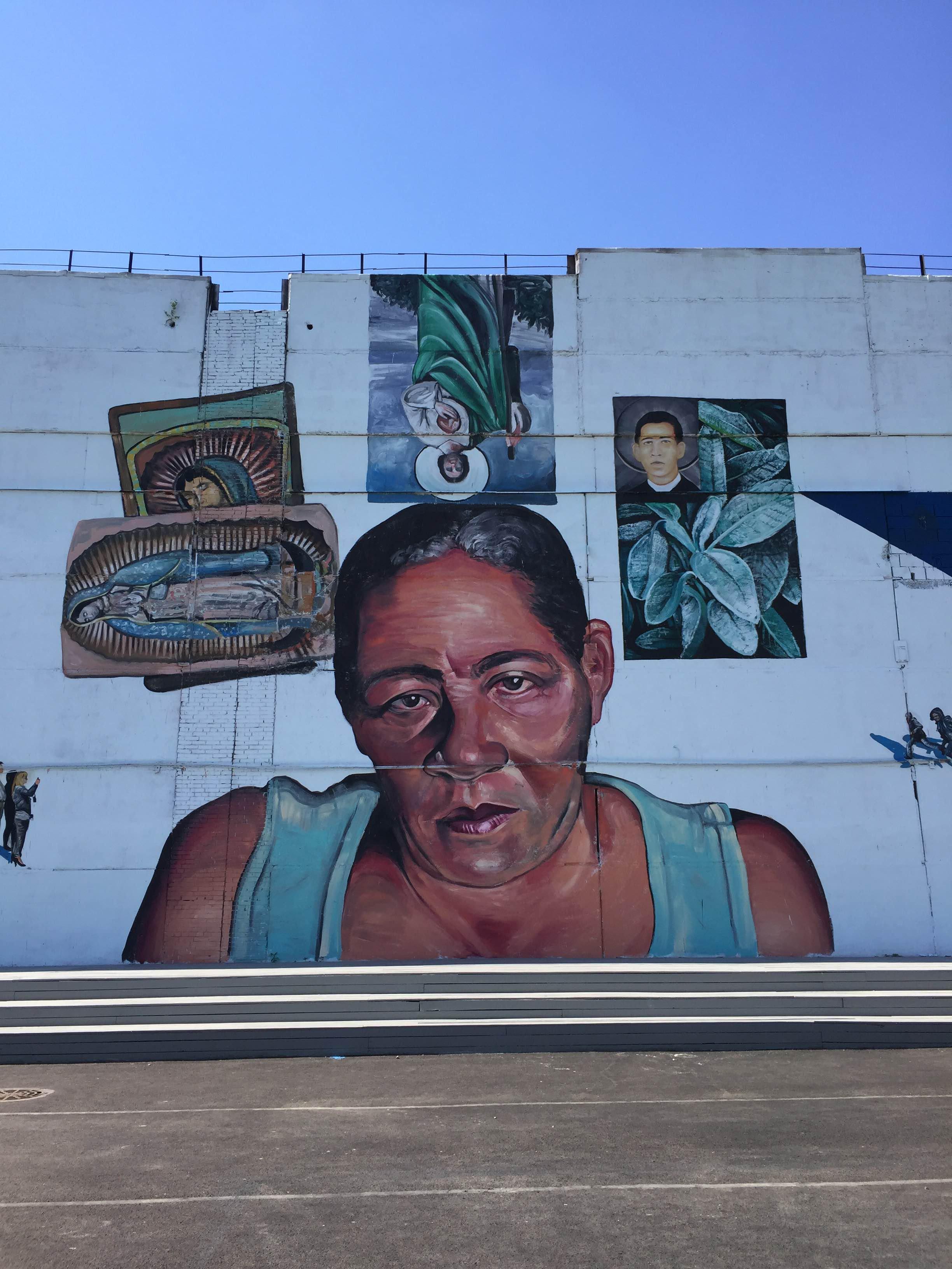 Уличное искусство: «Через границы / Сквозь ограничения»