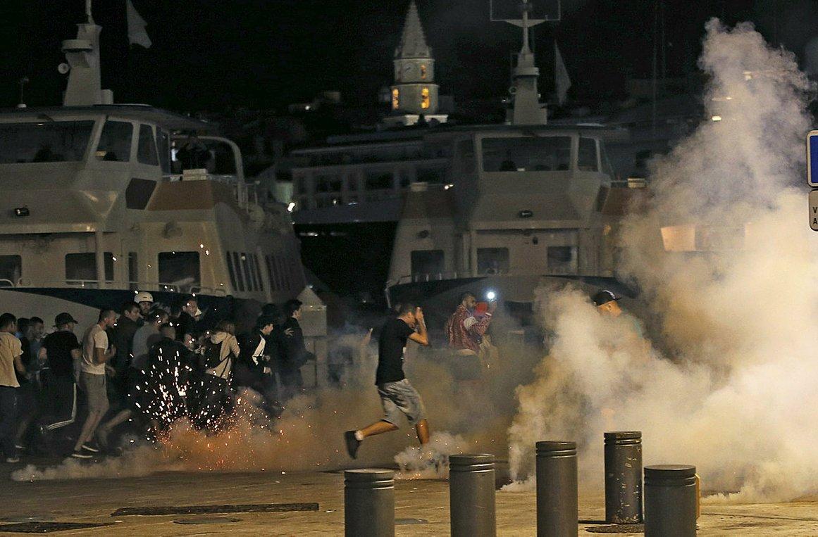 Жители Парижа опасаются, что беспорядки придут и в их город
