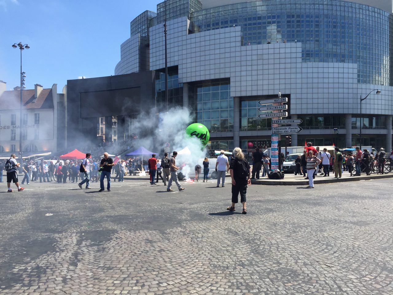Профсоюзы Парижа вновь вышли на улицы — фоторепортаж