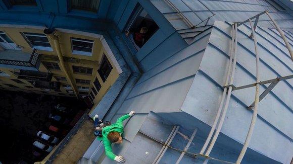 Власти Петербурга легализуют экскурсии по крышам