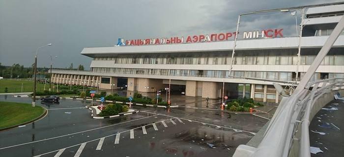 Два самолета столкнулись в аэропорту Минска. Фото