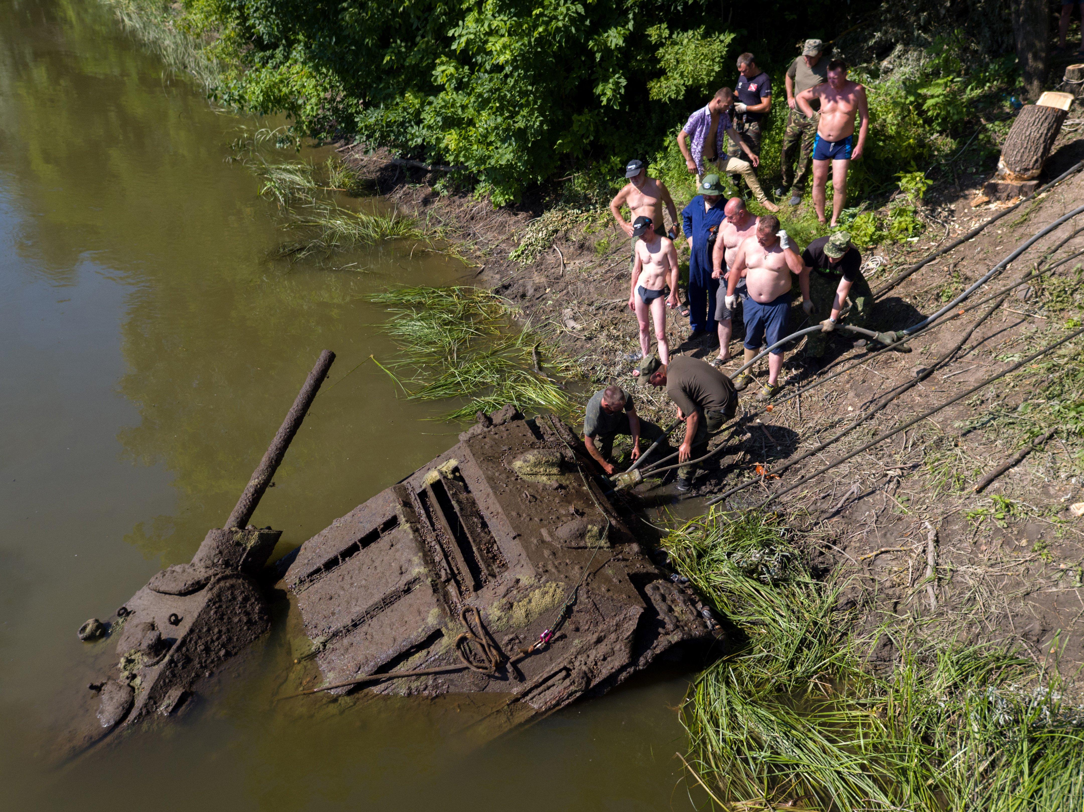 Уникальный танк Т-34 подняли с семиметровой глубины со дна Дона. Фото