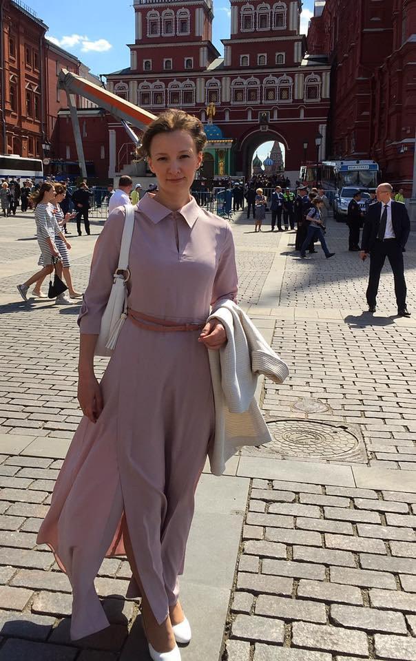 Анна Кузнецова приехаланавстречу с Владимиром Путиным на метро