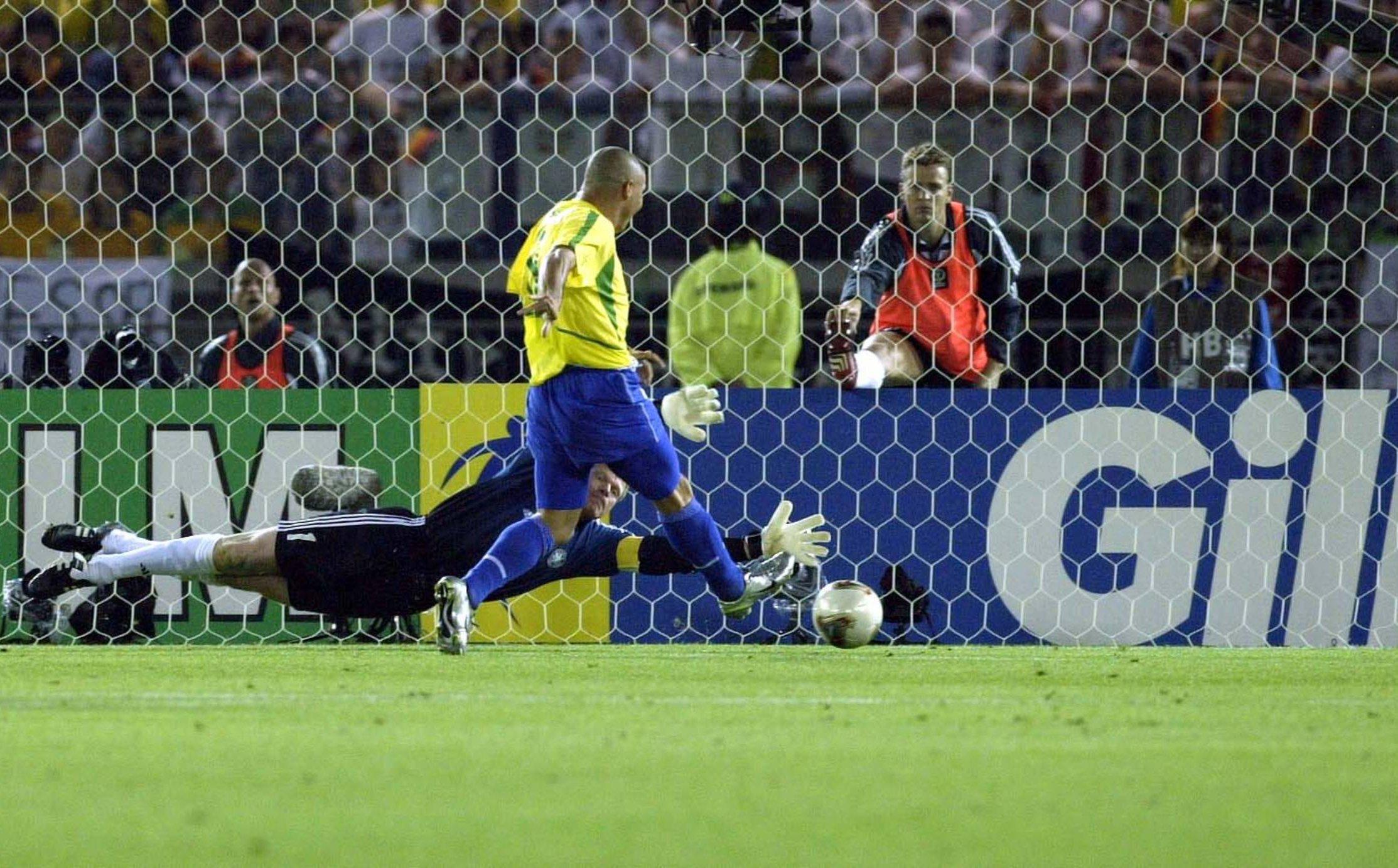 Знаменитый Зубастик Роналдо празднует 40