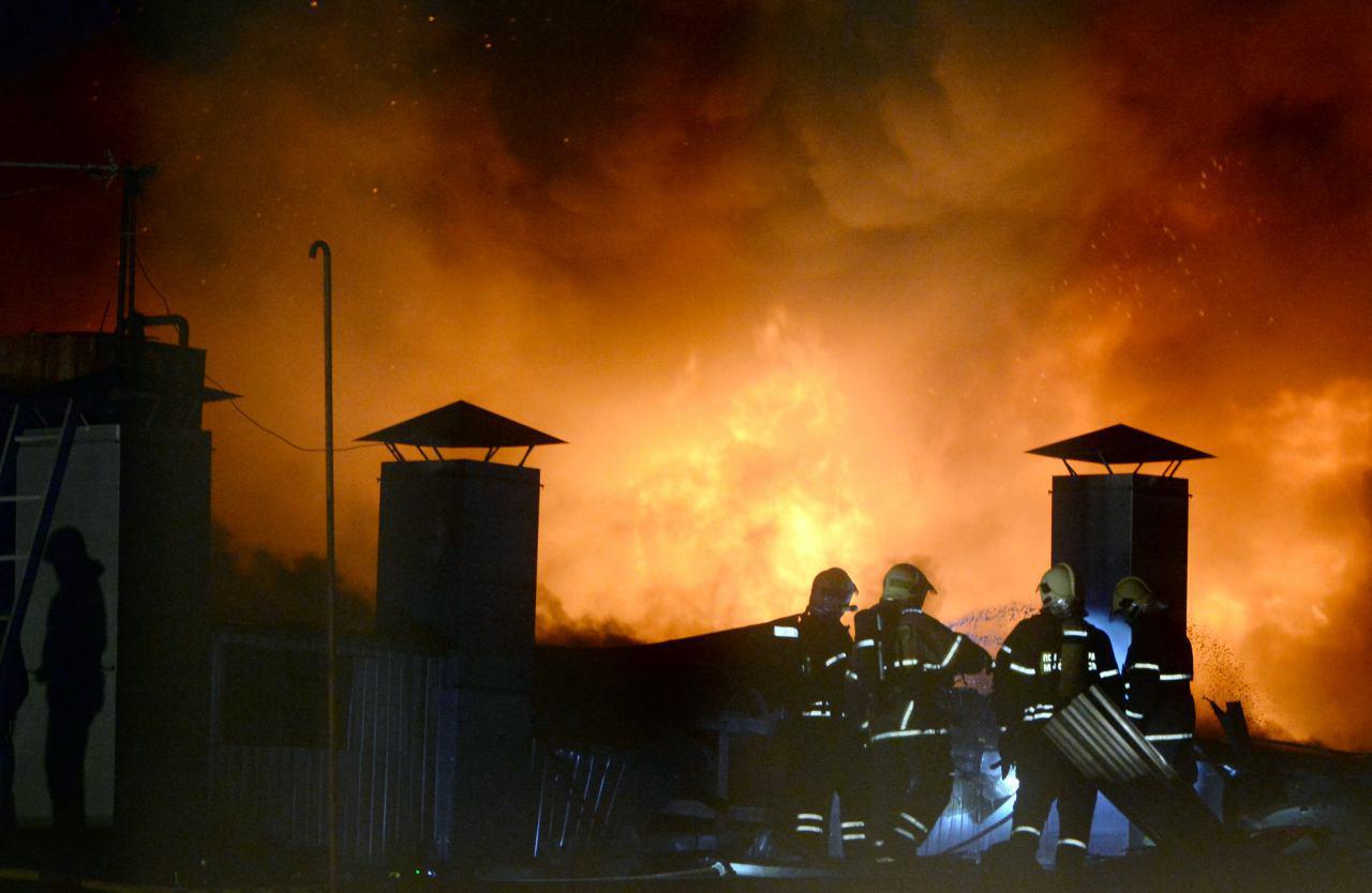 Названа вероятная причина пожара на складе в Москве