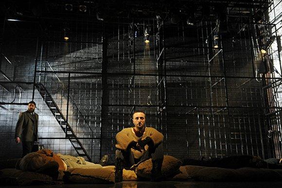 Губернский театр открыл сезон трагедией об иммигрантах