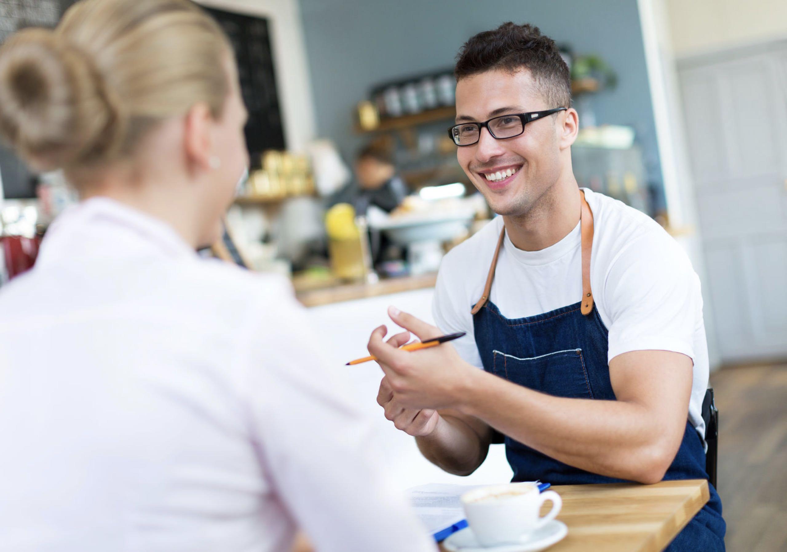 Работа в сфере продаж и услуг: вакансии с карьерной перспективой