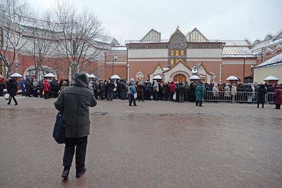 Давка произошла в очереди за билетами в Третьяковскую галерею
