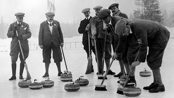 На заре зимней Олимпиады: первое золото россиян и хоккейный триумф