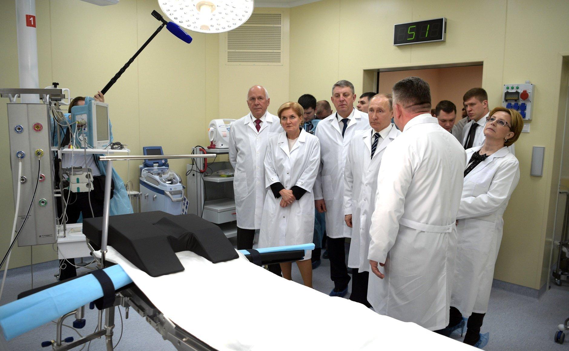 Владимир Путин пообещал не экономить на поддержке рождаемости