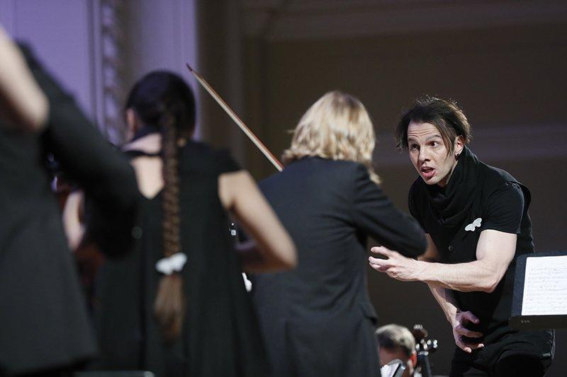 Теодор Курентзис превратил концерт старинной музыки в перформанс