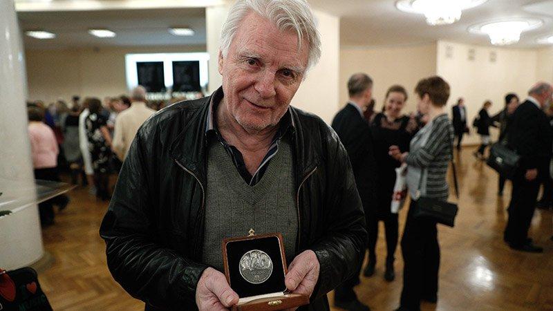 Сын Андрея Тарковского получил медаль отца