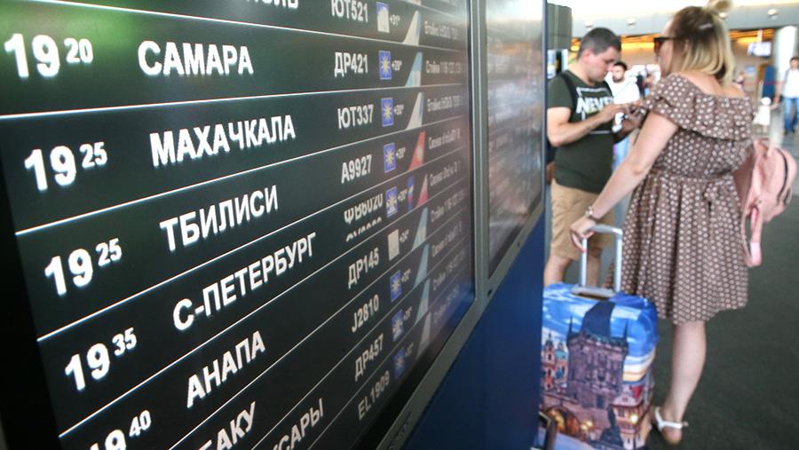 Табло вылета в аэропорту Внуково. Президент РФ В. Путин 21 июня 2019 года подписал указ, в соответствии с которым с 8 июля вводится временный запрет на пассажирское авиасообщение с Грузией