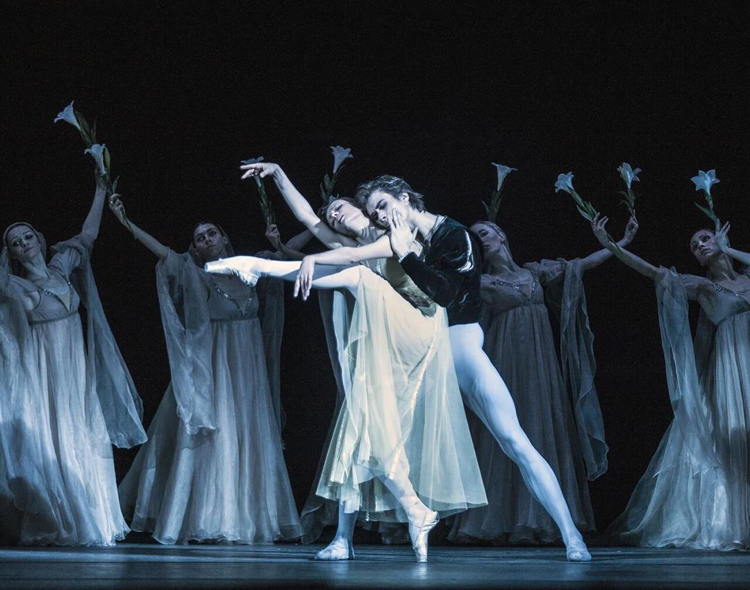 Выставка «Мгновение танца»