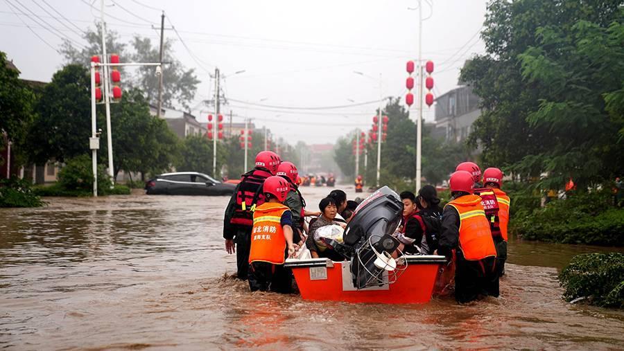 Число жертв наводнения в китайской провинции Хэнань выросло до 33 | Новости  | Известия | 22.07.2021