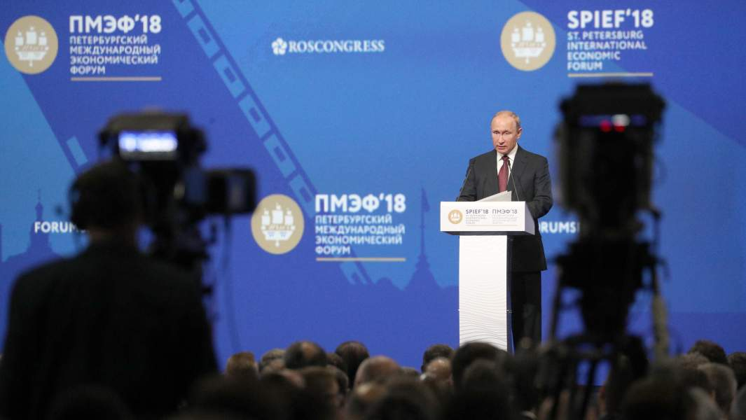 Президент РФ Владимир Путин во время пленарного заседания в рамках XXII Петербургского международного экономического форума