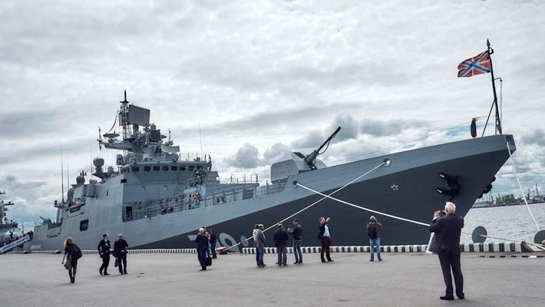 """Фрегат """"Адмирал Макаров"""" у причала в Санкт-Петербурге"""