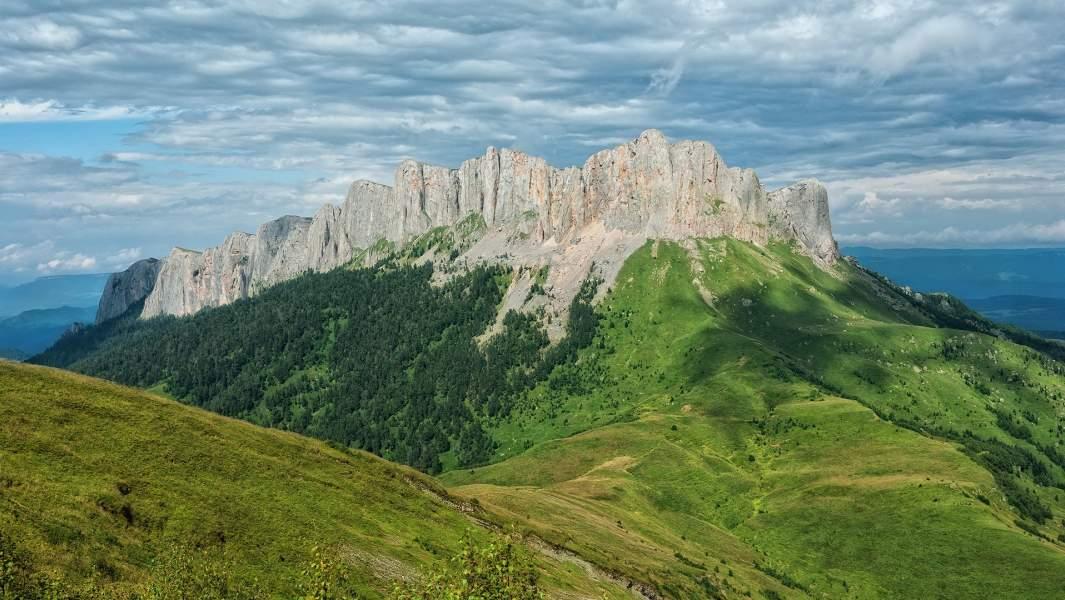 Большой Тхач (адыг. ТхьакI) — горный массив на водоразделе рек Малая Лаба и Белая, расположен на Западном Кавказе, на границе республики Адыгея и Краснодарского края
