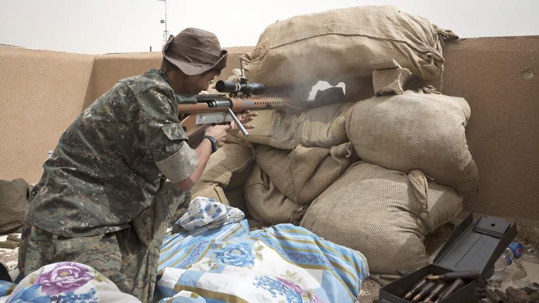 Снайпер сирийских курдов
