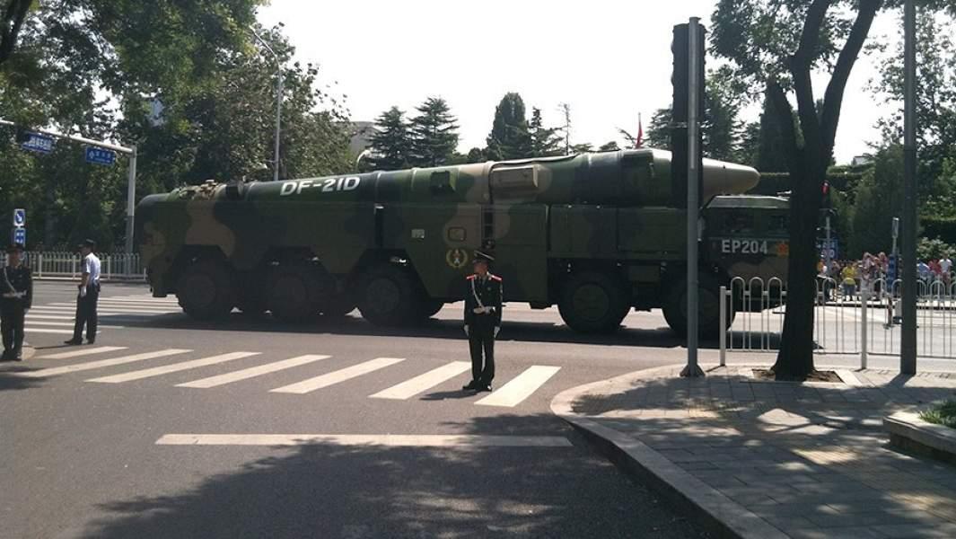 Китайский ракетный комплекс DF-21D во время парада
