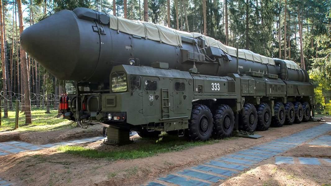 Подвижный грунтовой ракетный комплекс «Ярс» перед выходом на полевые позиции для несения боевого дежурства в Тейковской ракетной дивизии РВСН