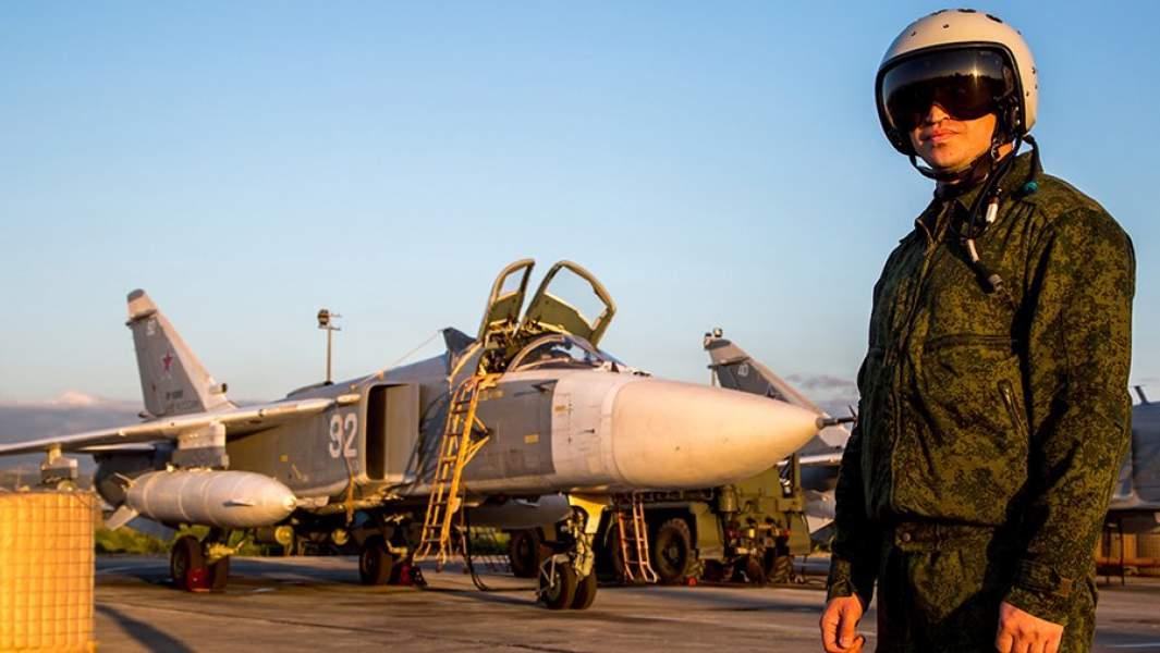 Фронтовой бомбардировщик Су-24 на российской авиабазе Хмеймим в Сирии