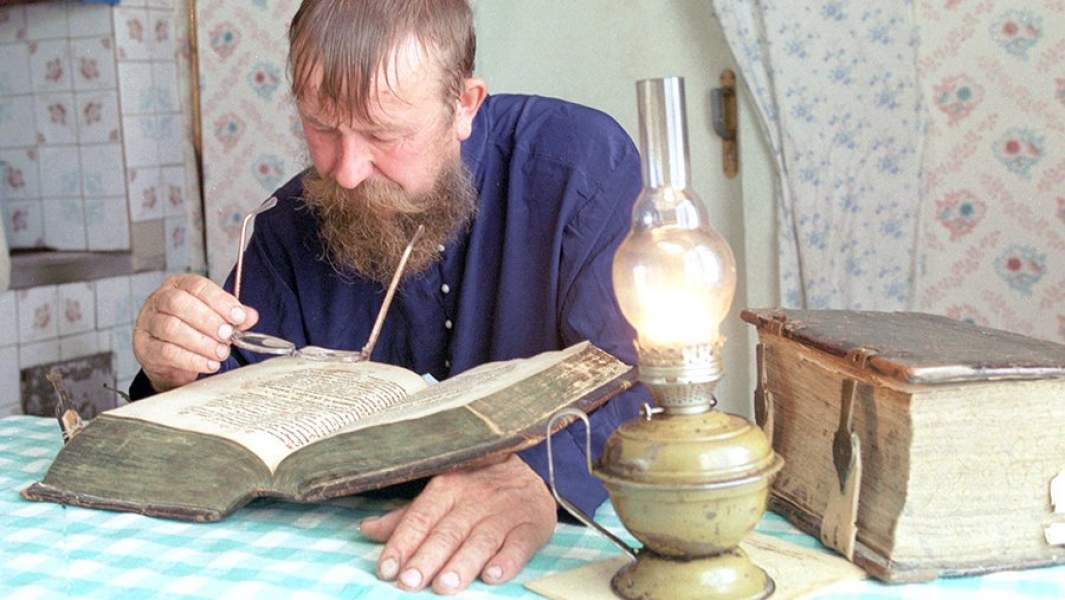 Старообрядец за чтением
