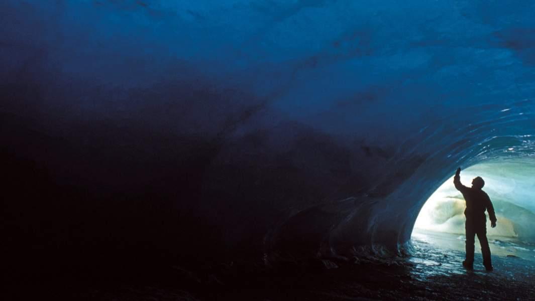 Ледяные пещеры Антарктике