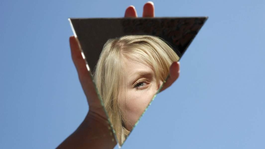 псих зеркало девушка