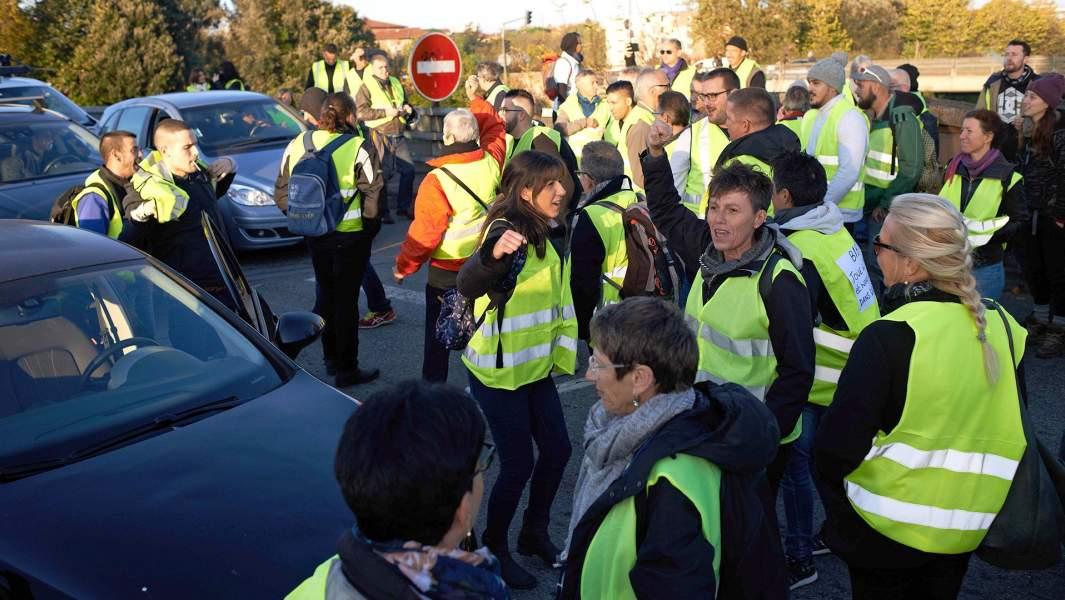 Протестующие организовывают группы в соцсетях призывающие блокировать дороги, доступы в аэропорты и т.д., Тулуза, Франция