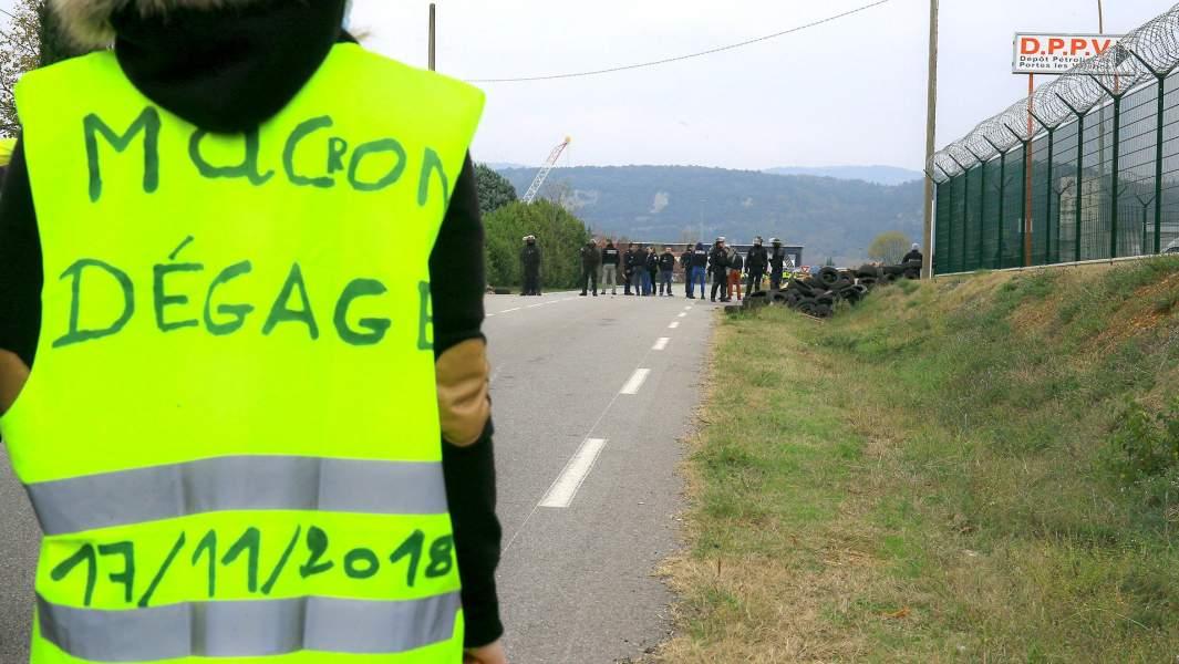 Протестующие«желтые жилеты»