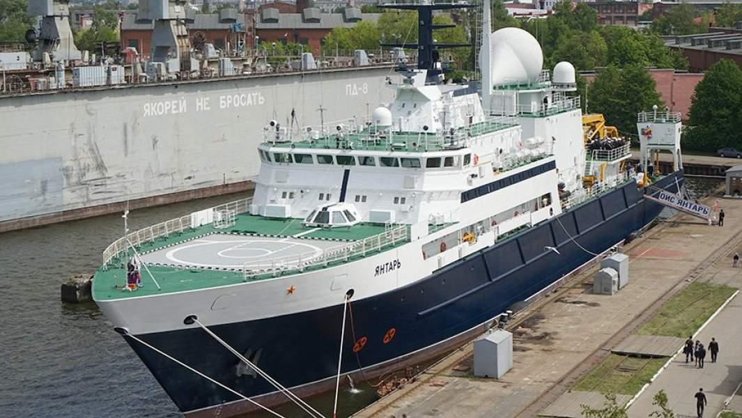 Океанографическое исследовательское судно «Янтарь» в порту Калининграда