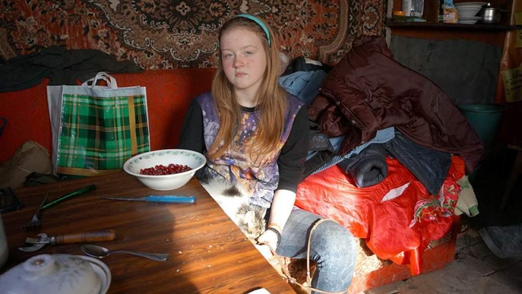 13-летняя Вика – единственный ребёнок в прифронтовом посёлке