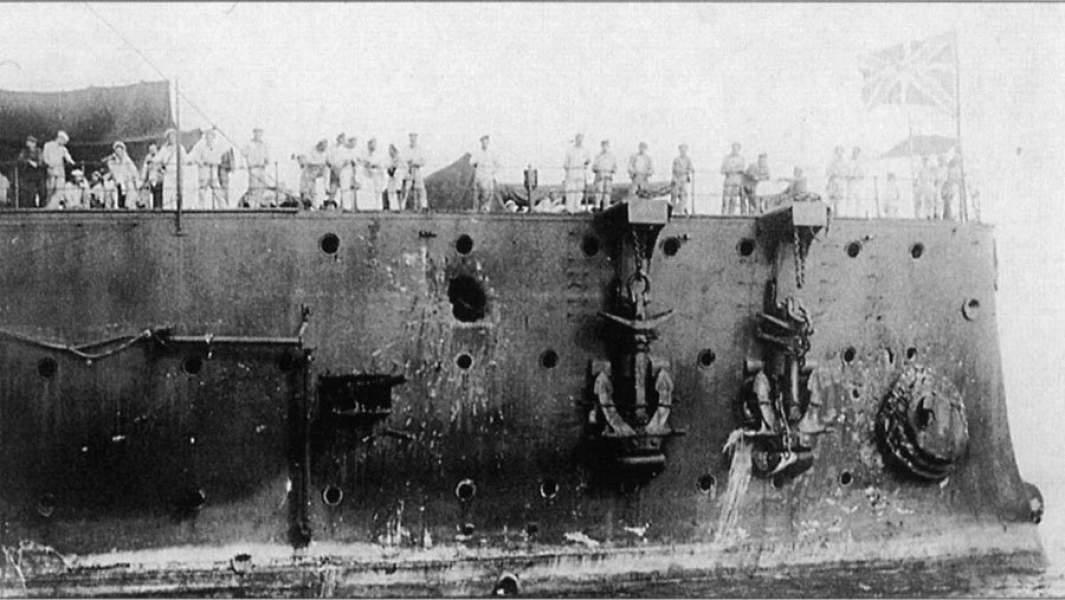 Повреждения носовой части крейсера«Аврора»