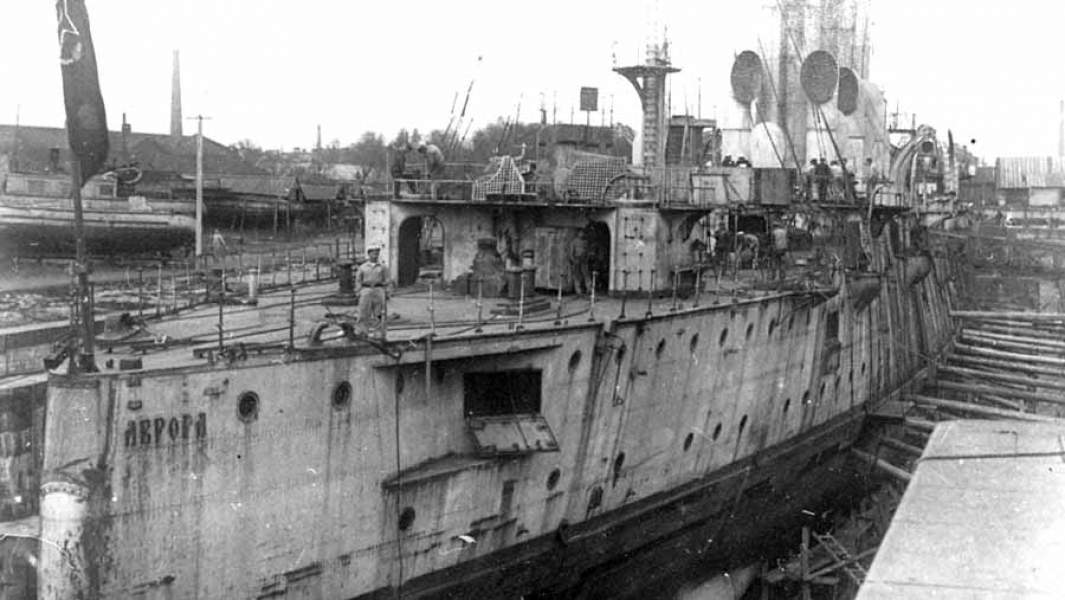 Крейсер на ремонте в Кронштадтев сентябре 1922 года
