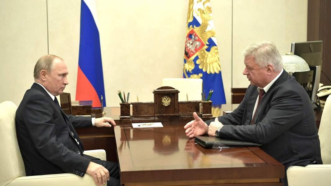 Президент РФ Владимир Путинна встрече с председателем Федерации независимых профсоюзов России Михаилом Шмаковым