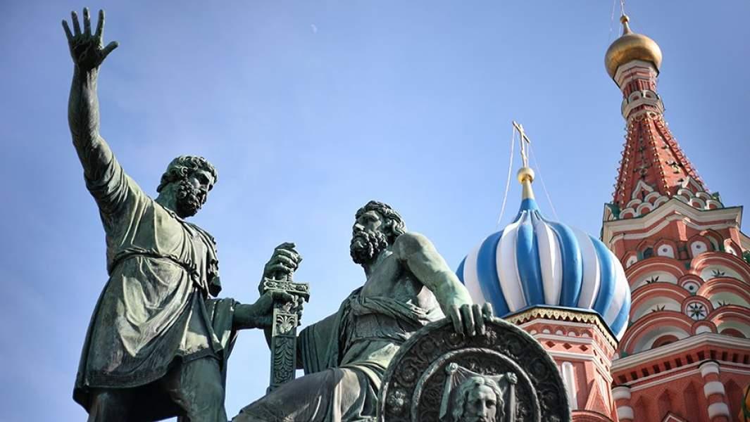 ПамятникМинину и Пожарскому на Соборной площади в Москве