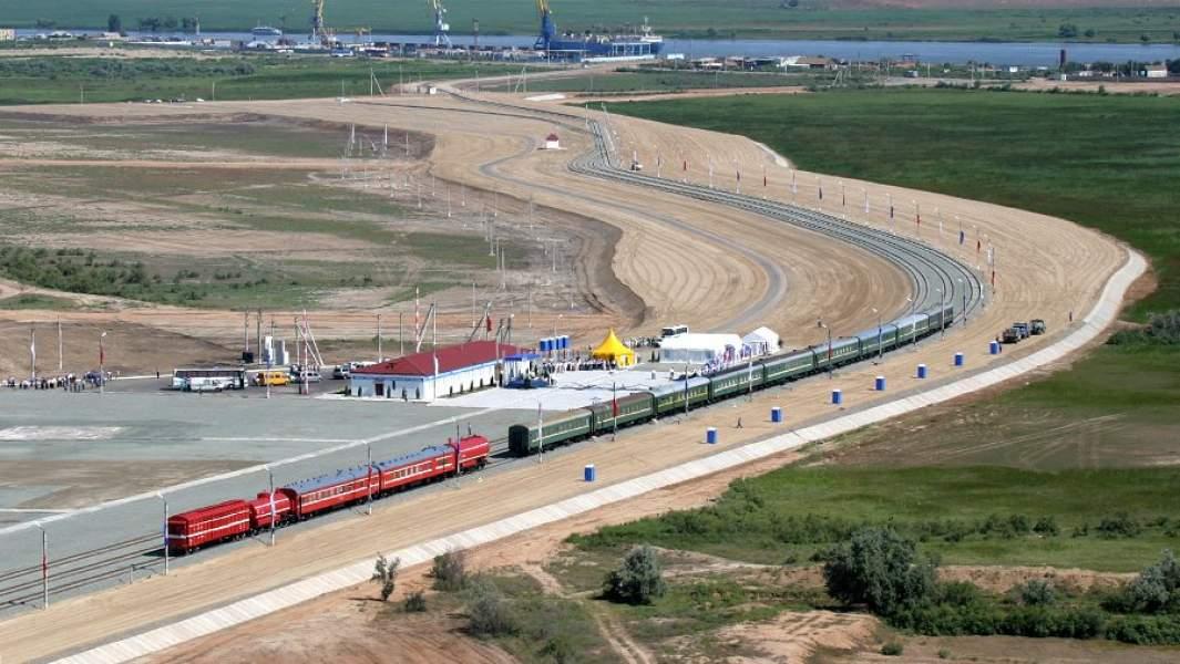 Начало движения поездов на железнодорожном участке Яндыки-Оля (Астраханская область) - часть международного транспортного коридора «Север-Юг», который в перспективе будет соединять Россию, Иран, Индию и страны Юго-Восточной Азии