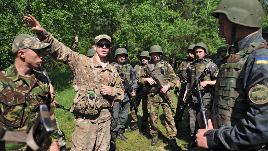 Украинские и американские военные во время совместных учений