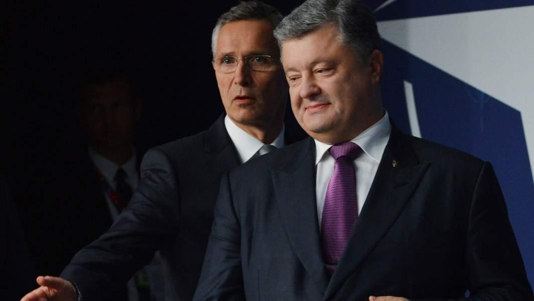 Генеральный секретарь НАТО Йенс Столтенберг (слева) и президент Украины Петр Порошенко