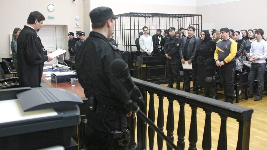Верховный суд Карелии оглашает приговор подсудимым по уголовному делу о массовой драке в городе Кондопога, спровоцировавшей антикавказские погромы в 2006 году