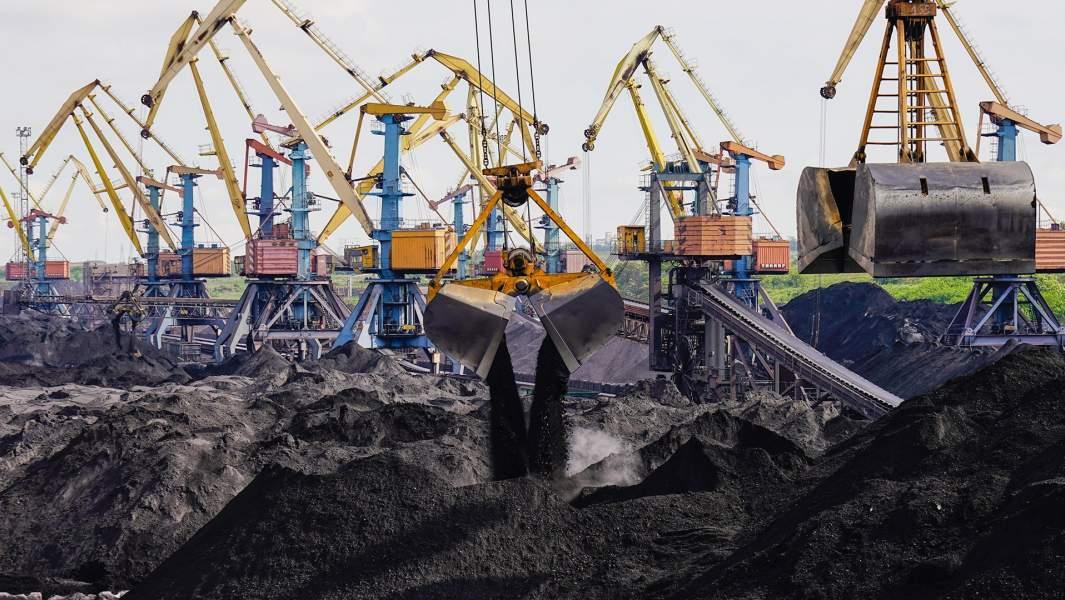 Разгрузка судна с углем