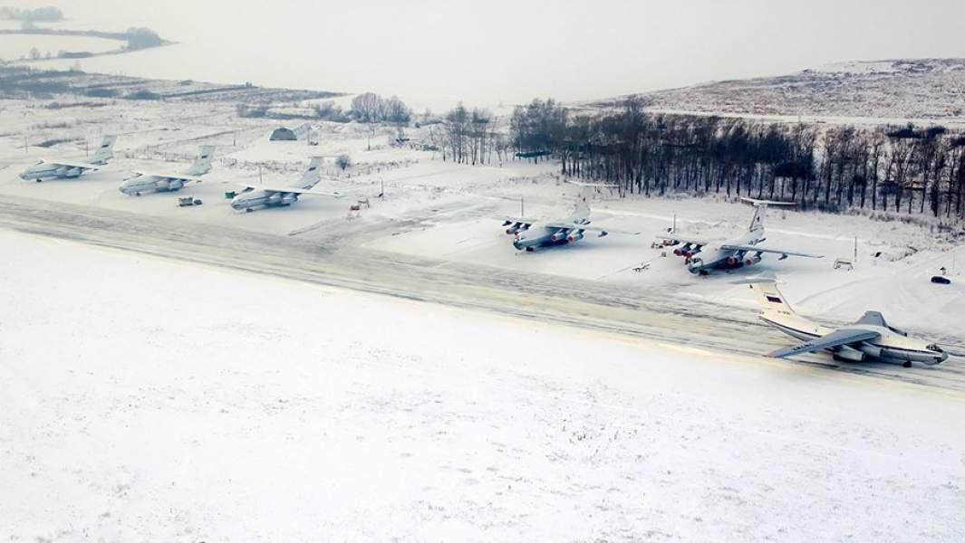 Самолеты-заправщики Ил-78М на аэродроме Дягилево